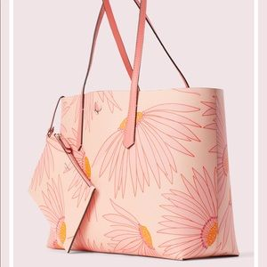 kate spade Bags - ❤️Kate Spade Molly Flower Falling Large Tote❤️
